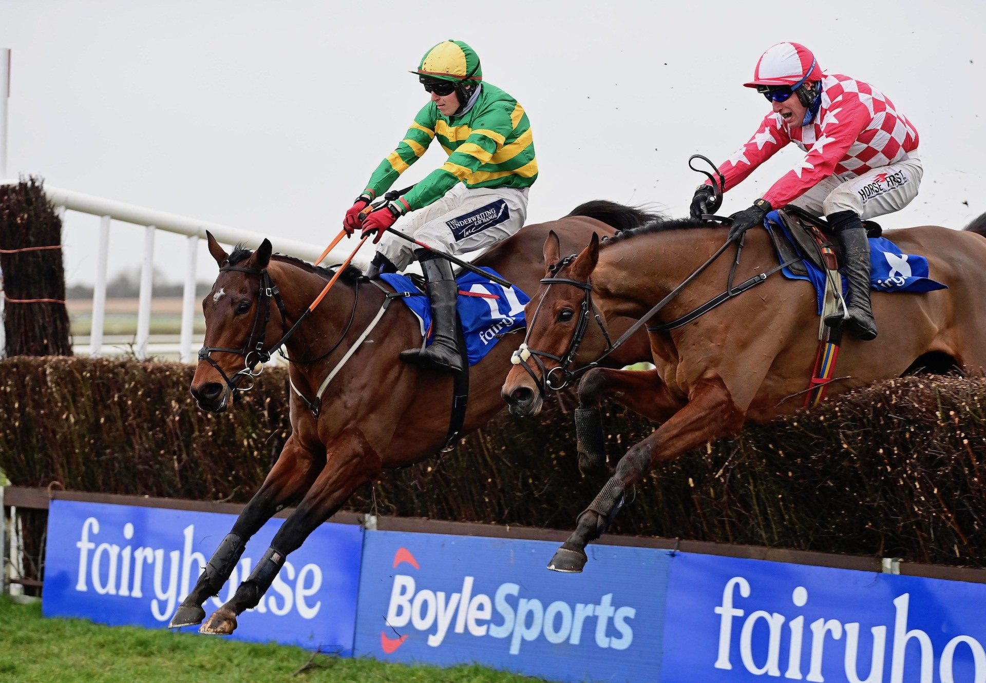 Aramax (Maxios) Wins The Beginners Chase At Fairyhouse