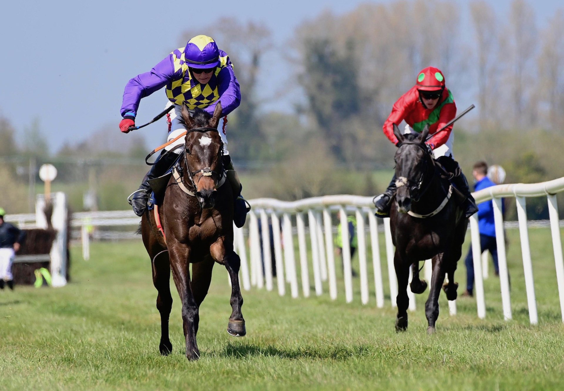 Daily Present (Mahler) Wins The 4 YO Maiden At Tipperary