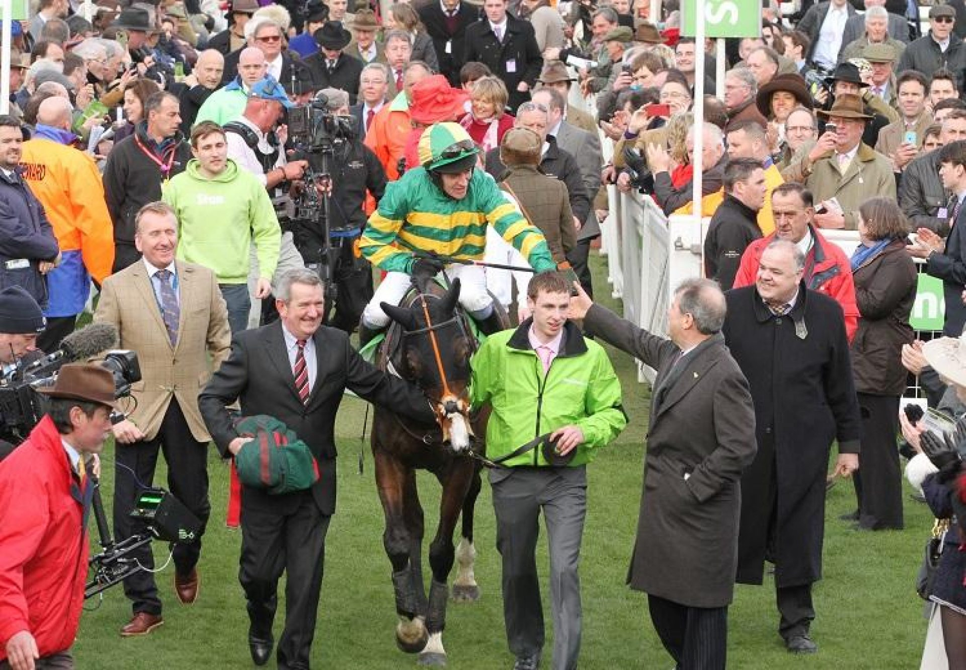 Jezki with connection after winning the G1 Champion Hurdle at Cheltenham