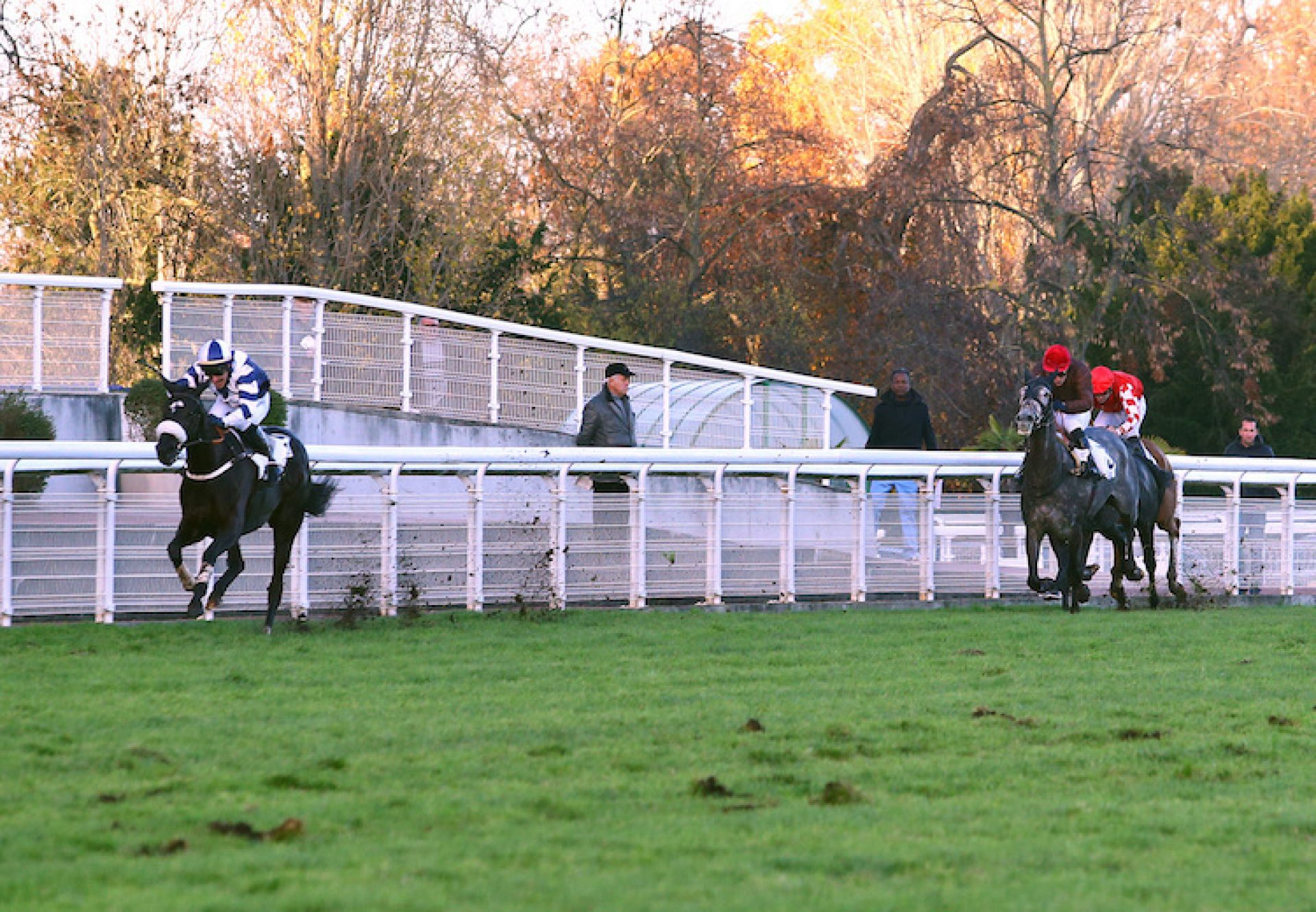 Black Luna (Soldier Of Fortune) winning the Listed Prix Francois de Poncins
