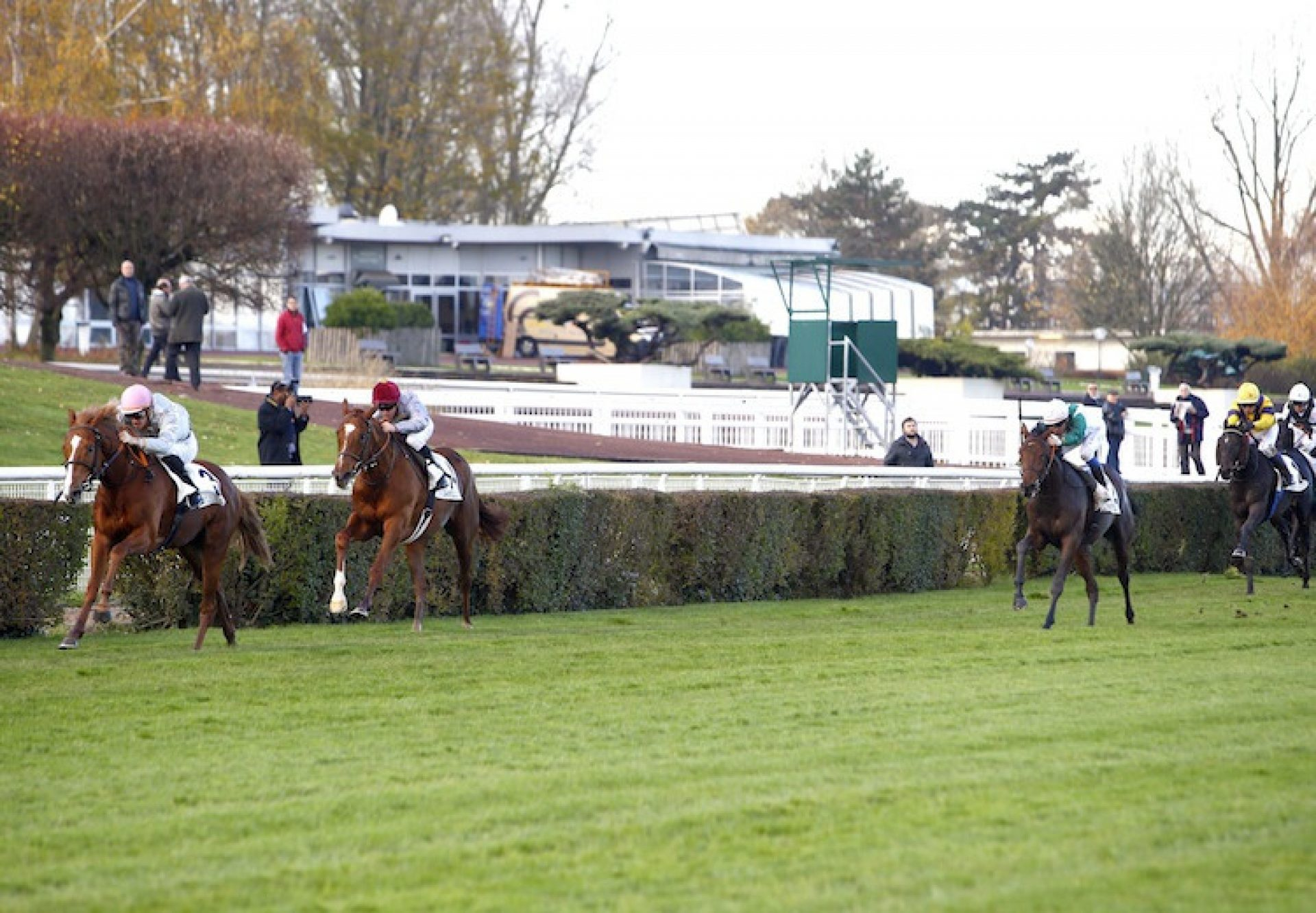 Emerald Master (Mastercraftsman) winning at Saint-Cloud