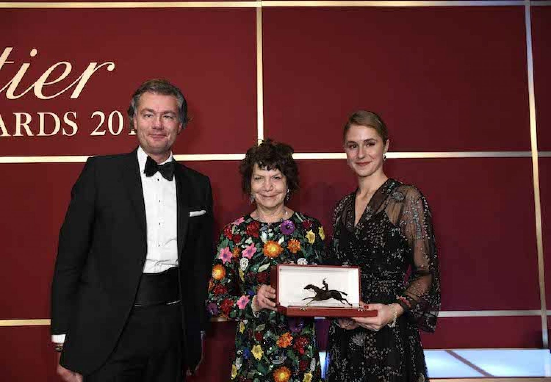 Maria & Electra Niarchos receiving the Cartier 3YO Filly Award for Alpha Centauri