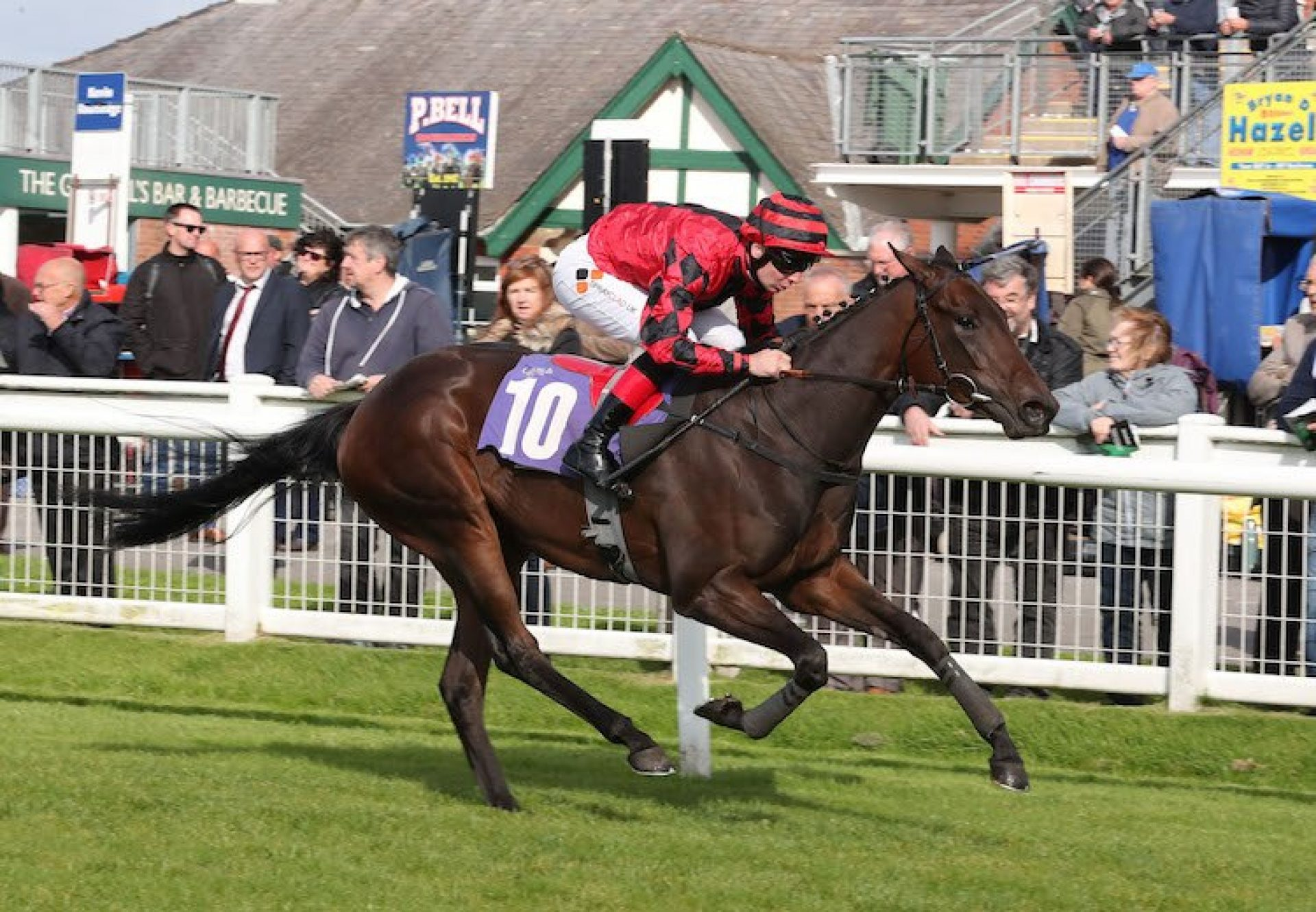 Summer Daydream (Footstepsinthesand) winning the Listed Racing UK Two Year Old Trophy at Redcar