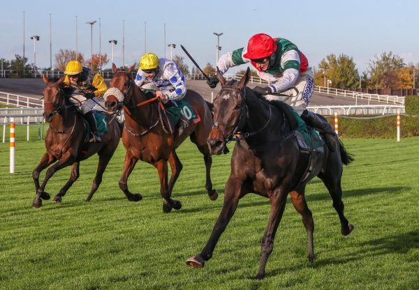 Acey Milan (Milan) Wins Chase Debut At Aintree