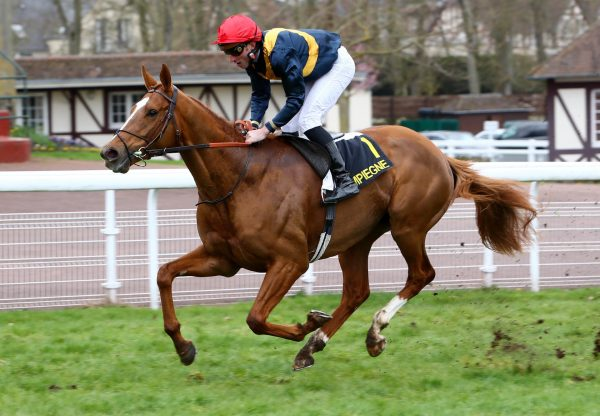 Bring On The Night (Gleneagles) winning at Compiegne