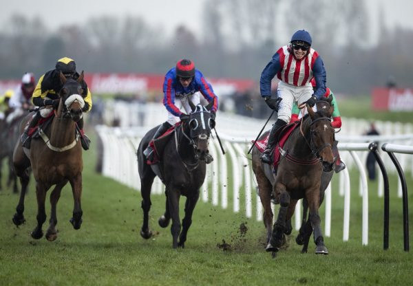 De Rasher Counter (Yeats) winning the Grade 3 Ladbrokes Trophy Chase at Newbury